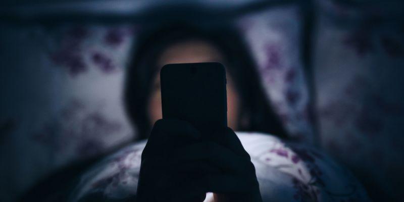 Почему нельзя пользоваться смартфоном перед сном