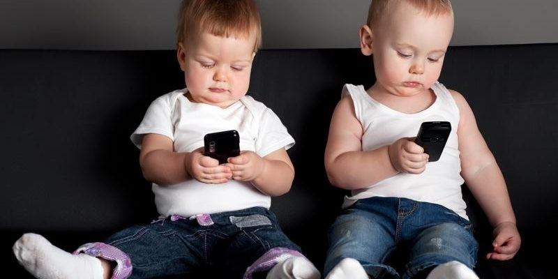 Как выбрать подходящий для ребенка телефон: основные принципы и критерии