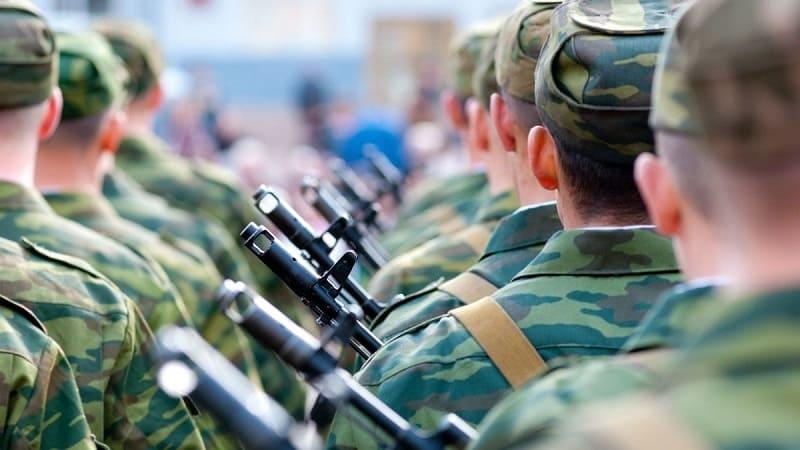 Какой телефон лучше взять в армию