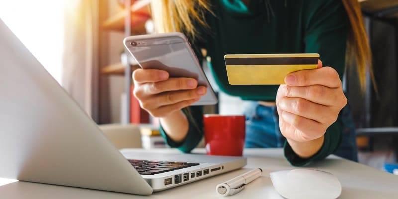 Купить смартфон в Интернет-магазине: за и против